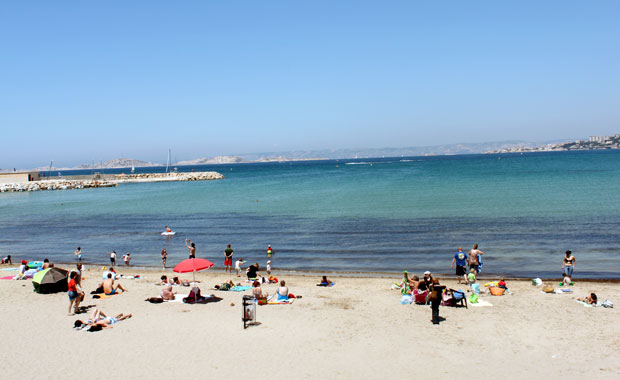 D jeuner sur la plage de la pointe rouge marseille for Piscine marseille pointe rouge