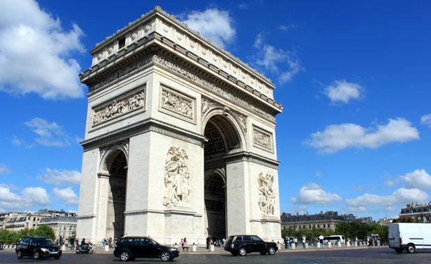 Arc de Triomphe et les Champs-Elysees